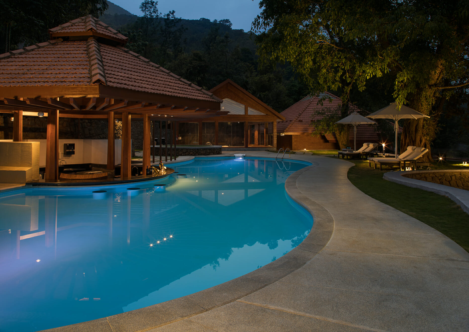 Swimming-pool-in-open-air-with-bar-and-relax-seats