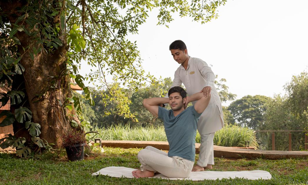 Yoga-master-teaching-yoga
